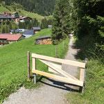 Neues Gatter montieren Wanderweg Oberstubenbach
