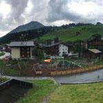 Überblick 06. August: Rasenbewässerung und immer noch warten auf Kleinkindhütte und Brunnen...