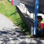 Bushaltestelle wieder zum Kirchenaufgang verlegen = Schulbeginn