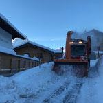 Unimog 530, Schneeräumung sport.park-Runde...