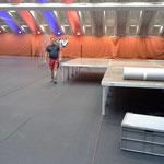 Umbau Sportpark für Veranstaltung Höhenhalbmarathon, Boden legen, Bühnenbau