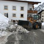 Schneetragen am Tannberg, mit Liebherr 524