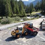 Material laden und transportieren Hoher Steg - Schlosskopf, mit Lader 538 Heizwerk Zürs und U530 für Winterwanderweg Anger