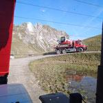Mithilfe Errichtung Spielplatz Seekopf mit Ski Zürs AG, Baggertransport mit U530