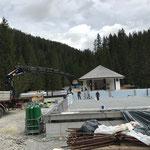 Letzte Vorbereitungsarbeiten vor Installation Beckenboden im Sportbecken