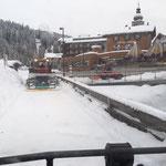 Winterwanderwegpräparierung Uferpromenade und Kronenbrücke fräsen mit Holder C2.42