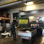 Müllkübel abladen nach Müllrunde Winterwanderwege mit Polaris ACE