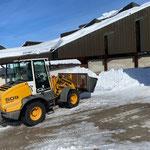 Schneeräumung Kirchplatz, mit Lader 509...