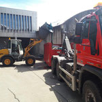 Abbruchmaterial Kinderbecken Waldbad Lech am Bauhof umladen