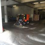 Bauhof - Reinigung mit Holder C270 und Kehrmaschinenaufsatz