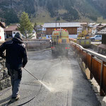 Aufräumen nach Baustelle Böschungssanierung Gipsbach/Burgwald