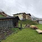 Winterwanderweg Anger: Stall ausräumen...