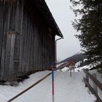 Bernhard's Alpstall, Dach abschaufeln für Winterwanderweg