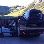Feuerwehrübungsauto verladen, Bauhofdach