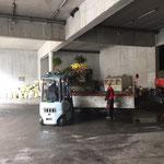 Blumentröge bei Baustellen holen und versorgen