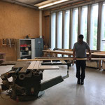 Arbeiten in der Tischlerei für Banner umhängen Postgarage