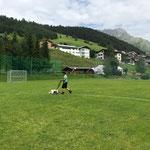 Fußballplatzlinien nachziehen