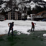 Tennisplatz-Abbau Hotel Arlberg