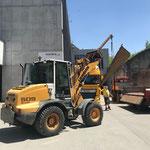 Landwirtschafts-Auffahrrampen abladen am Bauhof