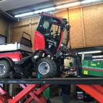 Hydraulikschlauch-Reparatur am Wegeholder