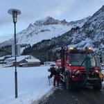 Schneestangen setzen in Zug, mit U530