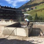 Kirchplatzbrunnen - Reinigungsarbeiten