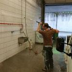 Reinigen der Waschhalle