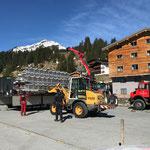 Materiallieferungen für Neubau Schwimmbad am Schlosskopfparkplatz verladen