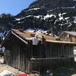Renovierung Gemeindestall Zug, Dach Schindelarbeiten
