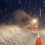 L198, Schneeräumung Lech-Zürs mit Unimog 530...
