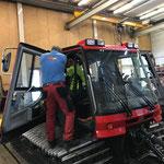Diverse Reparaturarbeiten am Pistenbully 100, Loipengerät