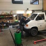 Service an der VW-Pritsche alt