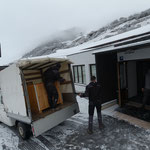 Skiweltcup Zürs: Teppich verlegen Tennishalle Zürserhof für Pressezentrum