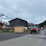 Straßenwascharbeiten mit Unimog 530