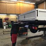 Messarbeiten an VW Pritsche lang, für  Anbau Mülltonnenaufnahme