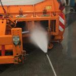 Traktor-Pflug reinigen und abschmieren