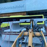 Verladen der restlichen Betonelemente am Bauhof