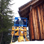 Dachrinne fertig montieren Bernhard Stall, Wegverlegung