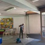 Renovierungsarbeiten in der Schule, Abbruch von Teilen der Windfänge in den Eingangsbereichen