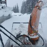 Schneeräumung am Bauhofdach...