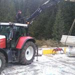 Waldbad Lech - Schalungen stellen mit Steyr 6190 CVT, Kran