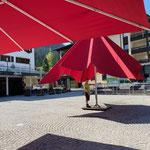 Schirme am Rüfiplatz neu einmessen für Tannbergmarkt