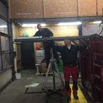 Schneecontainer für U530, Baggerschutz-Montage