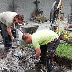Anlegen neuer Urnengräber am Friedhof