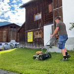 Rasenpflege beim Museum Huberhus