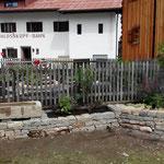 Assistenz beim Gemeindegarten Huberhus, Wasserleitung legen, Brunnen setzen
