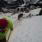 Winterwanderweg Goldener Berg - Schlössle fertig mit Hackschnitzel präparieren