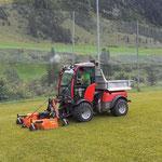 Rasenpflege und Linien malen Fußballplatz