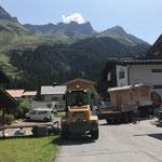 Abladen der Hütten in Zug