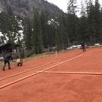 Tennisplätze Schwimmbad aus dem Winterschlaf erwecken...